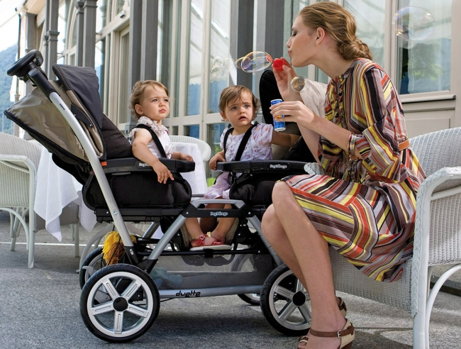 cách chọn mua xe đẩy em bé giá rẻ